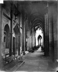 Eglise (collégiale) Notre-Dame - Vue intérieure du bas-côté nord, vers l'est