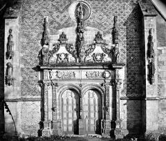 Château - Chapelle : Portail de la façade ouest