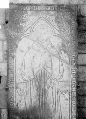 Eglise Saint-Florent - Dalle funéraire à effigie gravée