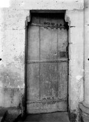 Eglise Saint-Pierre - Vue intérieure : Porte donnant accès au clocher