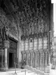 Eglise Saint-Michel - Portail central de la façade ouest : Ebrasement droit