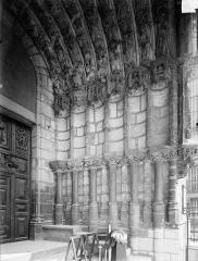 Eglise Saint-Michel - Portail sud de la façade ouest : Ebrasement droit