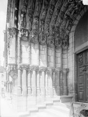Eglise Saint-Michel - Portail sud de la façade ouest : Ebrasement gauche