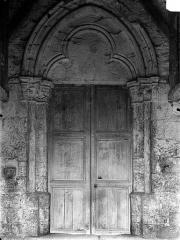 Eglise Saint-Etienne - Portail de la façade ouest, sous le porche