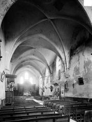 Eglise Saint-Etienne - Vue intérieure de la nef vers le choeur