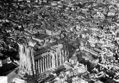 Cathédrale Notre-Dame - Vue aérienne du quartier de la cathédrale : Vue prise du sud-ouest