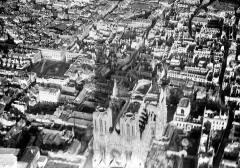 Cathédrale Notre-Dame - Vue aérienne du quartier de la cathédrale : Vue prise de l'ouest