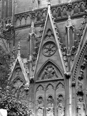 Cathédrale Notre-Dame - Portail du transept sud, dit portail Saint-Etienne : Gables, côté gauche