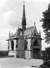Château - Chapelle Saint-Hubert : Vue d'ensemble du côté de l'entrée