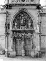 Château - Chapelle Saint-Hubert : Portail de la façade d'entrée