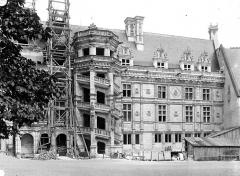 Château de Blois - Aile François Ier, côté cour : Façade et grand escalier