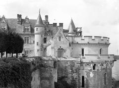 Château - Façade est : Aile Louis XII, galerie et tour des Minimes