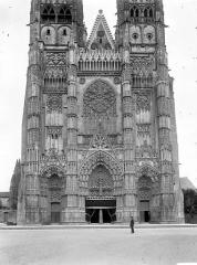 Cathédrale Saint-Gatien - Façade ouest