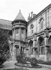 Cloître Saint-Gatien dit La Psalette - Angle nord-est : tourelle d'escalier