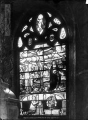 Château de la Barge - Vitrail de la chapelle : Le Calvaire avec la Madeleine et saint Jean