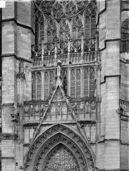Cathédrale Saint-Pierre - Portail du transept nord : gable et partie supérieure