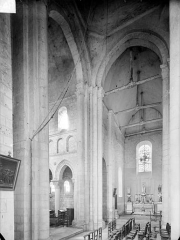 Collégiale Saint-Germain - Vue intérieure du transept vers le nord-ouest