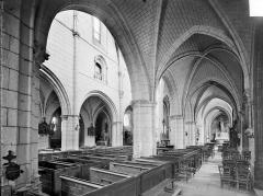 Eglise Saint-Martin - Vue intérieure du bas-côté sud et de la nef, vers le nord-est