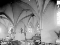 Eglise Saint-Pierre et Saint-Paul - Vue intérieure du transept et du choeur, vers le nord-est