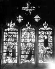 Eglise Saint-Pierre et Saint-Paul - Vitrail du choeur : Arrestation du Christ (supposé), Crucifixion et Résurrection