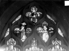 Eglise Saint-Pierre et Saint-Paul - Vitrail du transept sud : Dieu le Père et L'Annonciation