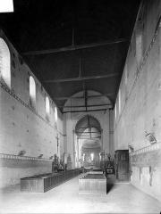 Eglise Saint-Michel (du prieuré Saint-Michel) - Vue intérieure de la nef vers le choeur