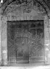 Basilique Saint-Julien - Portail de la façade sud : vantaux de porte