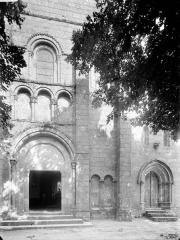Eglise de Puy-Ferrand - Façade ouest, partie inférieure