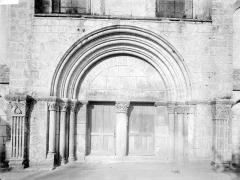 Ancienne abbaye Saint-Pierre, actuellement Centre Hospitalier spécialisé - Portail ouest