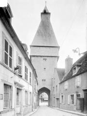 Fortification d'agglomération et château dit La Salle le Roi, ou Palais royal - Côté ouest