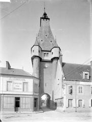 Fortification d'agglomération et château dit La Salle le Roi, ou Palais royal - Côté est