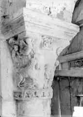 Eglise Notre-Dame - Porche, chapiteau