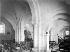 Eglise Sainte-Gemme - Vue intérieure du bas-côté sud et de la nef, vers le nord-est
