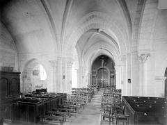 Eglise Sainte-Gemme - Vue intérieure de la nef vers l'entrée
