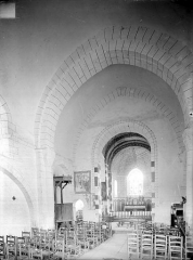 Eglise Saint-Georges, anciennement Saint-Janvier - Vue intérieure de la nef vers le choeur