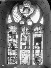 Eglise Saint-Georges, anciennement Saint-Janvier - Vitrail du choeur : Crucifixion, Ange, Donateur et Tête du Christ couronnée d'épines