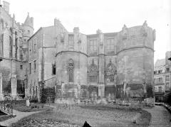 Ancien Palais des Comtes de Poitiers - Tour Maubergeon : façade ouest sur le jardin