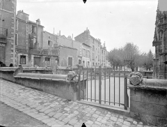 Eglise Sainte-Radegonde - Parvis en contre-bas