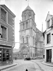 Eglise Sainte-Radegonde - Façade ouest : clocher porche