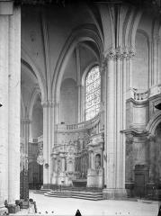 Cathédrale Saint-Pierre - Vue intérieure du déambulatoire : Chapelles absidiales
