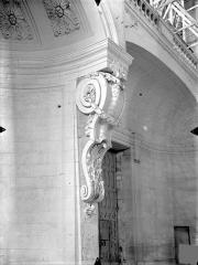 Cathédrale Saint-Pierre - Vue intérieure : Console de la tribune ouest