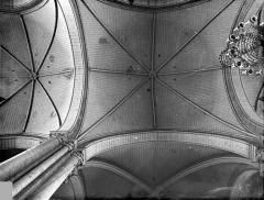 Cathédrale Saint-Pierre - Voûtes du choeur (vue verticale)