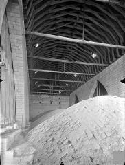 Cathédrale Saint-Pierre - Vue intérieure des combles : Voûtes et charpente du choeur