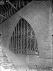 Cathédrale Saint-Pierre - Vue intérieure des combles : Voûtes et charpente du bas-côté