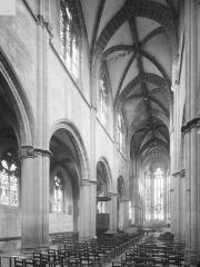Ancien prieuré Saint-Martin d'Ambierle - Vue intérieure de la nef vers le nord-est