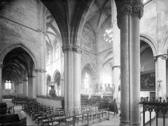 Ancien prieuré Saint-Martin d'Ambierle - Vue intérieure du déambulatoire et du bas-côté sud, vers le nord-ouest