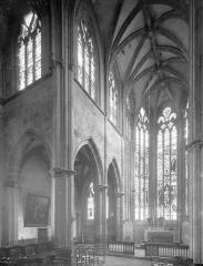 Ancien prieuré Saint-Martin d'Ambierle - Vue intérieure de la croisée vers le nord-est