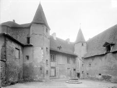 Abbaye de Charlieu - Logis : Façade sur la cour du prieuré