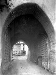 Porte de ville avec ses vantaux - Vue d'ensemble