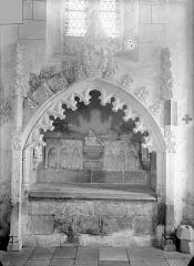 Eglise Saint-Georges, anciennement Saint-Janvier - Tombeau sous enfeu de la famille de Blanchefort